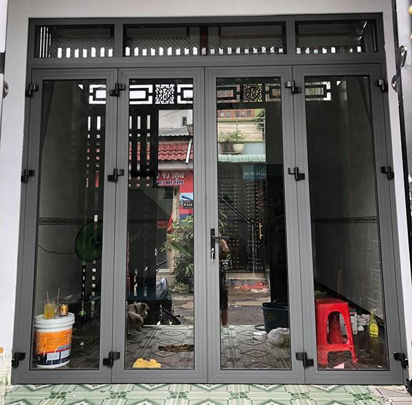 Cua-nhom-Xingfa-4-canh-mau-ghi-BG102